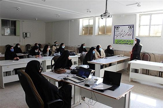 دوره مقدماتی خبرنگاری  ویژه دانش آموزان دختر در یاسوج با موضوع گزارشنویسی