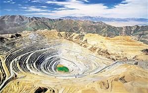 توریستها در راه گردشگری معدن