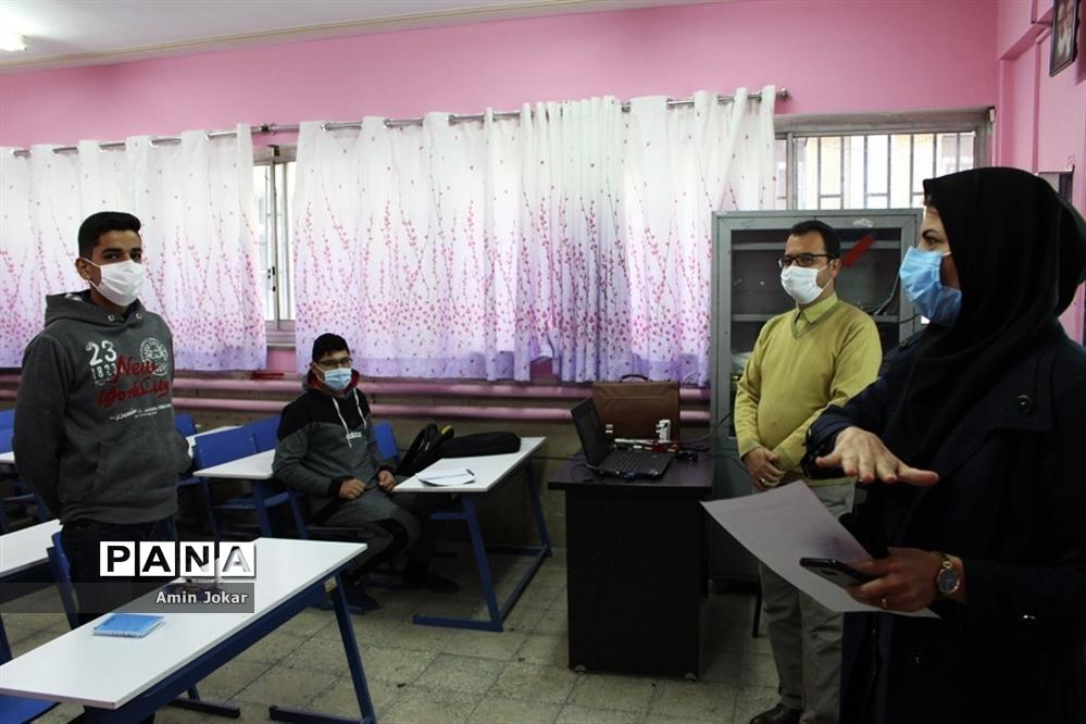 بازدید رئیس سازمان دانشآموزی فارس از محل برگزاری دوره خبرنگاری دانشآموزان پسر شیراز