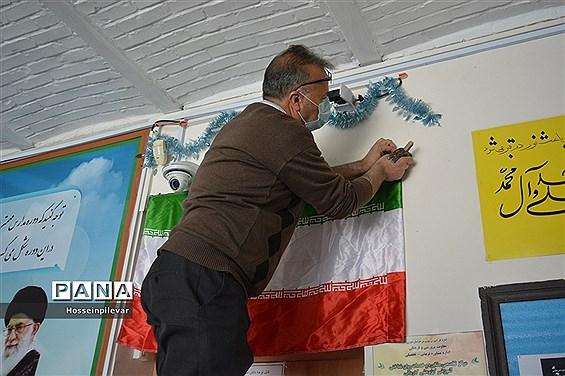 تزئین سالن دبیرستان شهید نواب صفوی بیرجندبرای دهه فجر