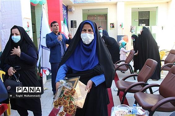 تجلیل ازبانوان اداره آموزش و پرورش شهرستان بوشهر به مناسبت  ولادت حضرت زهرا (س) و روز زن