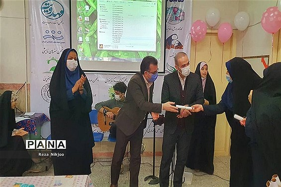 تجلیل از بانوان شاغل اداره آموزش و پرورش ناحیه یک بهارستان به مناسبت روز زن
