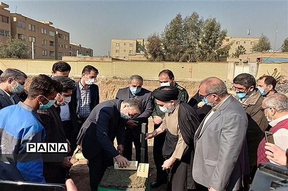 برگزاری مراسم خشتگذاری مدرسه جوادالائمه خاورشهر، همزمان با ایام مبارک دهه فجر