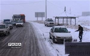 جادههای ۱۵ استان، برفی و بارانی است
