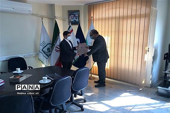 اعطای حکم مشاور مدیرکل آموزش و پرورش به نمایندگان مجلس دانش آموزی شهر تهران