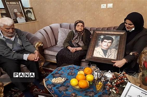 دیدار با خانواده شهید ایزدیار به مناسبت ایام دهه فجر