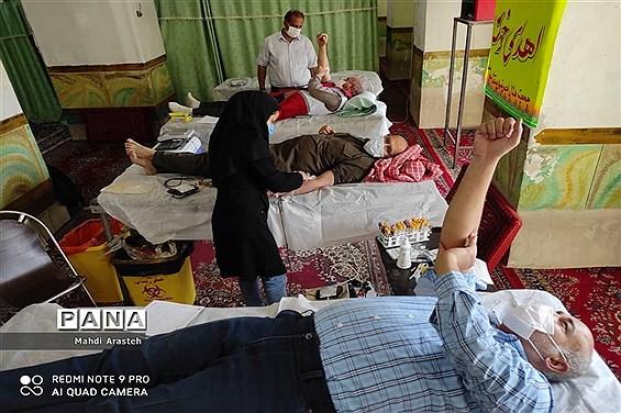 اهدای خون توسط داوطلبین جمعیت هلال احمر شهرستان خوسف