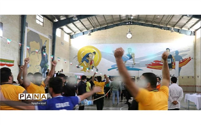 مسابقات طنابکشی و مچاندازی در زندان لرستان برگزار شد