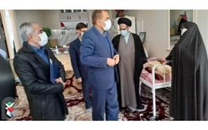 استاندار زنجان با خانواده شهید عاشوری در خدابنده دیدار کرد