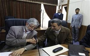 کنایه یک نماینده به احمدینژاد درباره دستبوسی و پابوسی