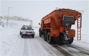 ۶۰ تیم راهداری در محورهای برفگیر گیلان مستقر شدند