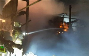 مصدوم شدن 3 آتش نشان در حریق کارگاه صنعتی تهران