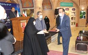 تجلیل از برگزار کنندگان جشنواره مد و لباس در اردبیل