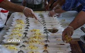 پخت و توزیع ۷۲ دیگ غذا در سالروز تاسیس کمیته امداد