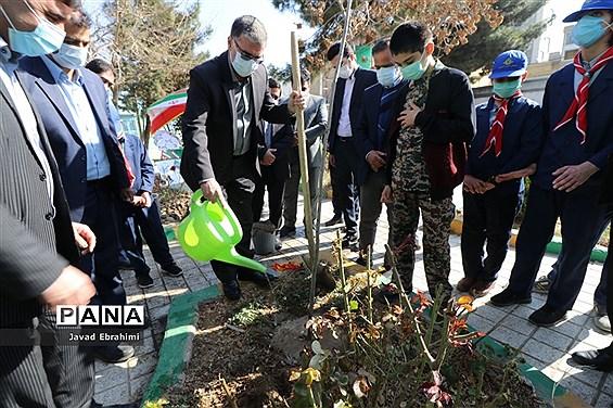 مراسم روز درختکاری در دبستان شاهد ده دی  ناحیه 4 آموزش و پرورش مشهد