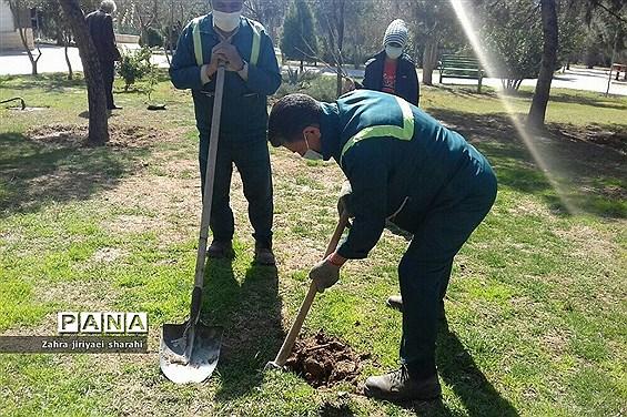 اهدای  رایگان نهال در بوستانهای خاورشهر به مناسبت جشن تولد زمین