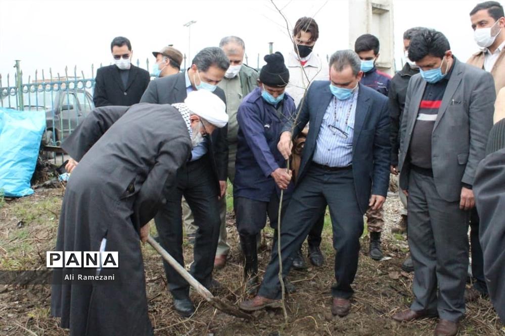 کاشت نهال در امامزاده صالح کوچکسرای قائمشهر