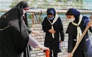 کاشتن نهال به دست دانشآموزان دماوندی در روز درختکاری