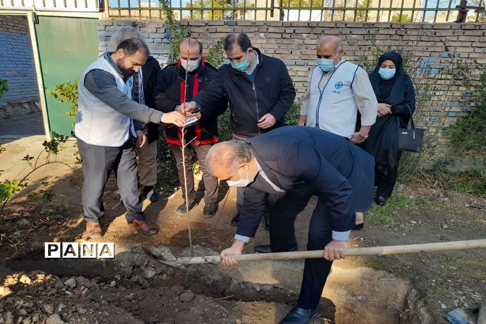 مراسم کاشت 66 درخت به یاد 66 شهید هنرستان ماندگار ایثار شریعتی منطقه 16