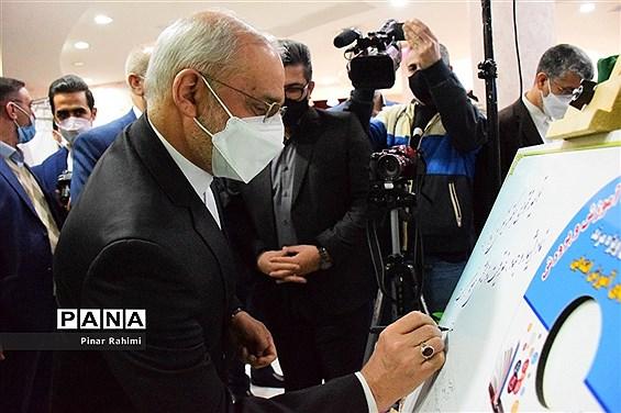 بازدید وزیر آموزش و پرورش از نمایشگاه دستاوردهای آذربایجان شرقی