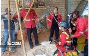 نجات دو نفر از چاه توسط سازمان آتش نشانی و خدمت ایمنی شهرداری قرچک