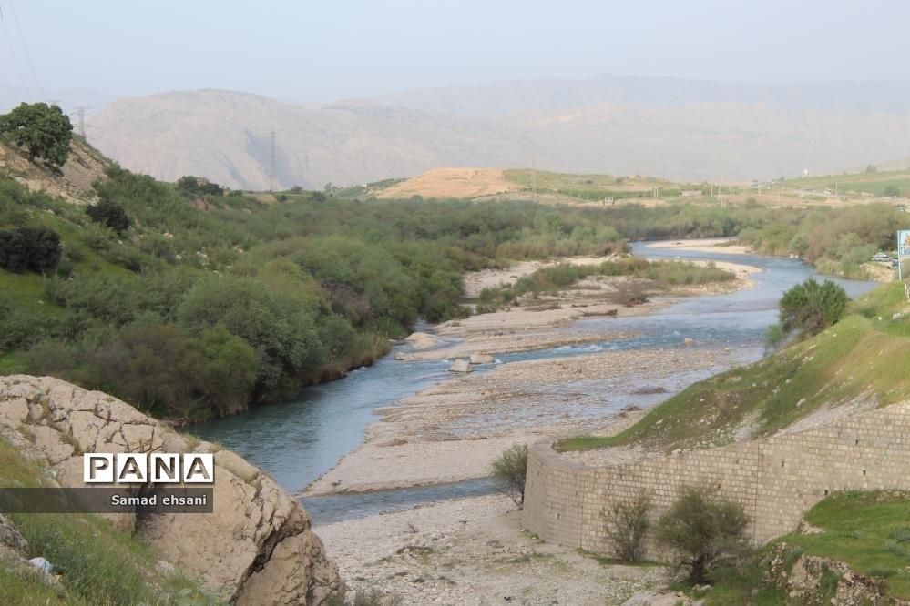رودخانه زیبای تنگ شیو، مرز  جغرافیایی دو استان کهگیلویه و بویراحمد و فارس