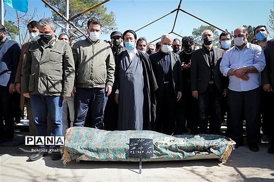 مراسم تدفین پیکر مرحوم آزاده نامداری