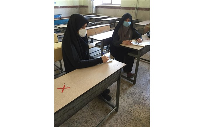 آموزگار فداکاری کهدر شرایط سخت کرونایی تدریس حضوری را کنار نگذاشته است