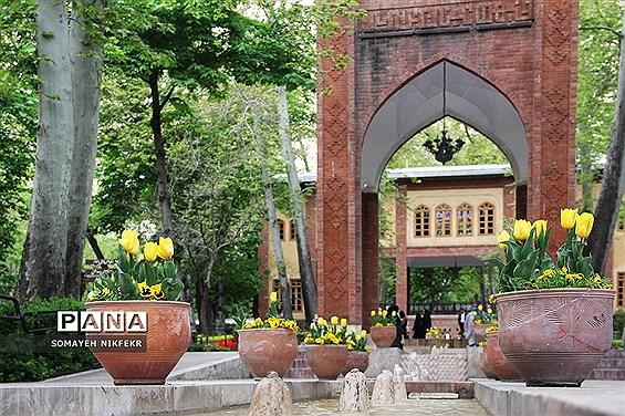 لالهها در باغ ایرانی