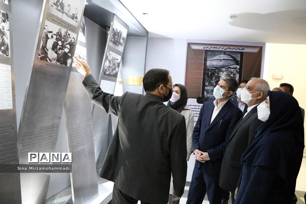 بازدید وزیر آموزش و پرورش از موزه دفاع مقدس آذربایجان غربی