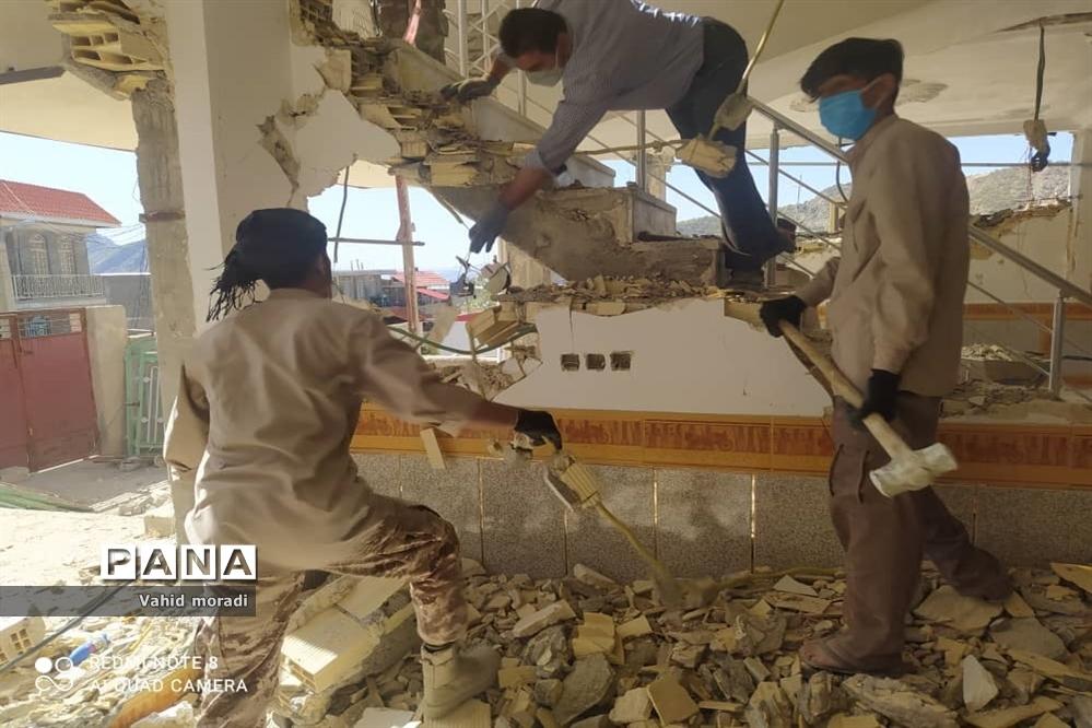 کمک رسانی نیروهای کمیته خادمین شهدای کرمانشاه به مناطق زلزله زده سیسخت (دنا)