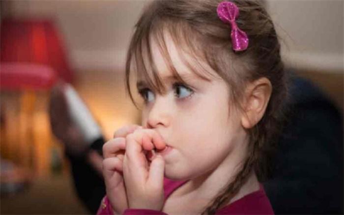 علل ناخن جویدن در کودکان و روش های درمان آن