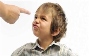 با کودکی که کلمات نامناسب را تکرار می کند چطور رفتار کنیم؟+ اینفوگرافیک