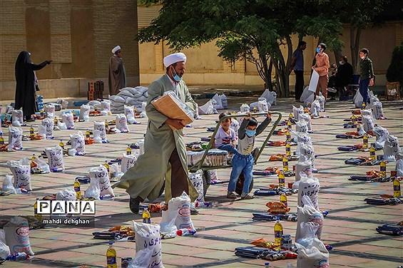 توزیع  313 بسته معیشتی  بین نیازمندان یزد