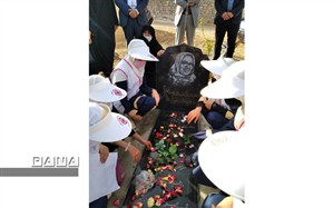 غبار روبی مزار معلم فداکار مریم اربابی توسط دانش آموزان سفیران سلامت