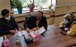 معلم البرزی اندوخته مالی خود را به مدرسه سازی اهدا کرد