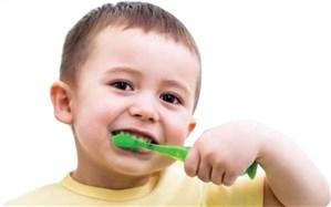کودکان را به مسواک زدن عادت دهیم