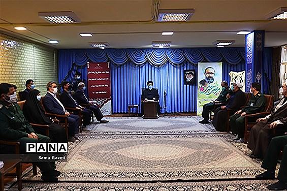 دیدار منتخب معلمان با نماینده ولی فقیه در تبریز