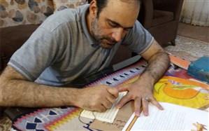 روایت معلمی که کتابهایش را به خط بریل هم مینویسد