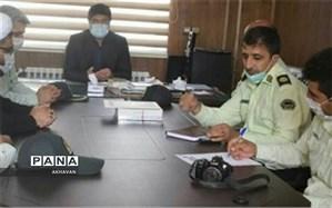 فرمانده نیروی انتظامی بهاباد با مدیر آموزش و پرورش دیدارکرد