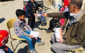 روایت معلم منتخب آذربایجانی که به کمک دانش آموزان در کلاس های چندپایه ای تدریس میکند