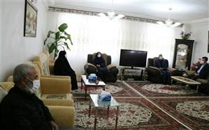 دیدار مدیرکل آموزش و پرورش آذربایجان غربی با خانواده شهید هادی حیدرزاده