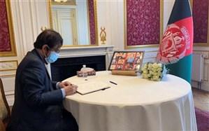 سفیر ایران دفتر یادبود جانباختگان فاجعه اخیر تروریستی کابل را امضا کرد