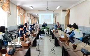 نشست نمایندگان شورای دانش آموزی مدارس کلات با مدیر آموزش و پرورش شهرستان