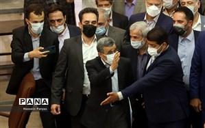 محمود احمدینژاد در انتخابات ریاستجمهوری ثبتنام کرد