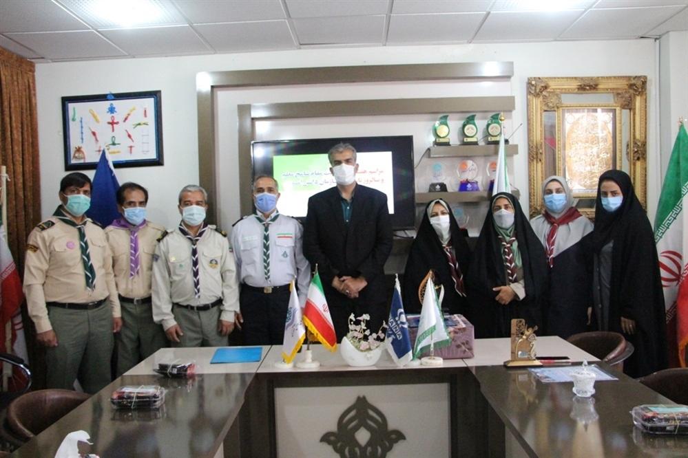 دیدار مربیان پیشتاز با مدیرسازمان دانش آموزی استان