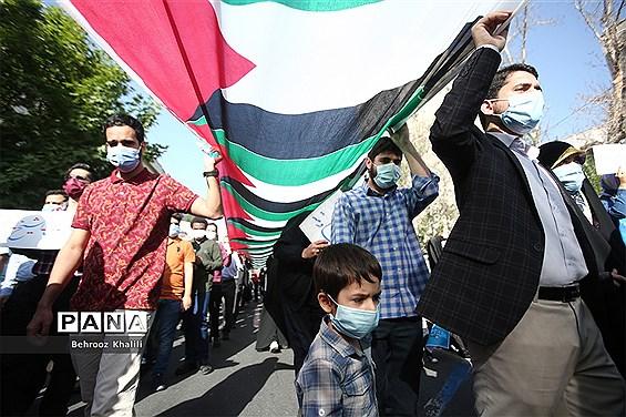 راهپیمایی نمازگزاران از دانشگاه تهران به سمت میدان فلسطین در حمایت از مردم فلسطین