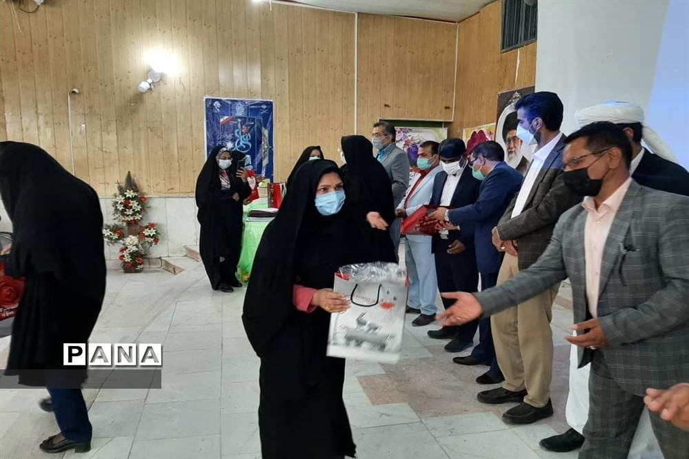 تجلیل از کارکنان نمونه آموزشگاه نمونه نرجس در زابل