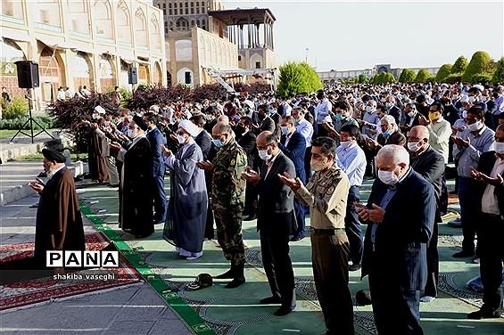اقامه نماز عید فطر در میدان امام اصفهان