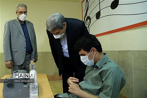 بازدید رئیس سازمان آموزش و پرورش استثنایی از حوزه امتحانی مجتمع نابینایان شهید محبی